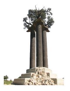 エルサレム近郊に立つ三柱のモニュメント