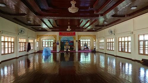瞑想センター、ここは位の高い方が瞑想する場所、一人の僧侶が瞑想していました。