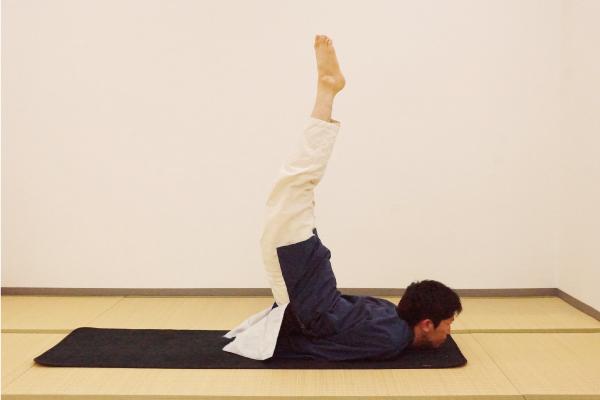 vol.5無理をせずに、足が上がった状態をイメージしながら行います。息を止めたときに体を緊張させないことが大切です。