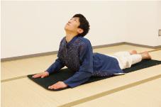 vol.3息をゆっくりと吸いながら上体をゆっくりと反らしていきます。